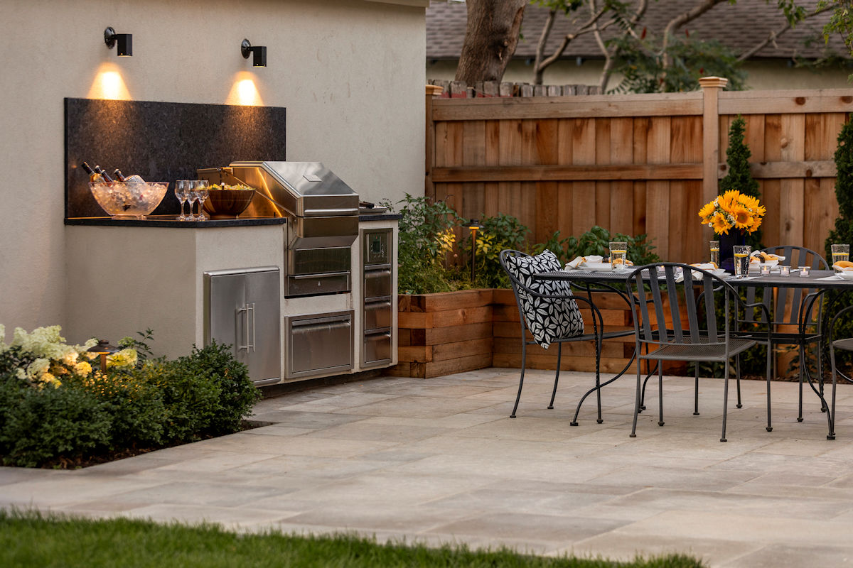 Urban Retreat outdoor kitchen by Livit Site + Structure